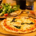 本格窯焼きピザとワインが堪能できる店「WINE&PIZZA HACHI」